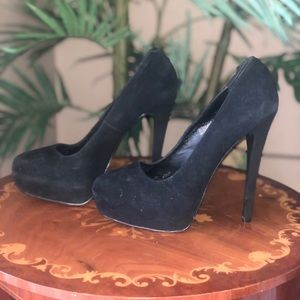Black close toed heels